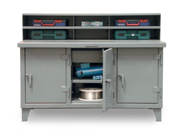 Stronghold industrial workbench with 3 compartments and drawers